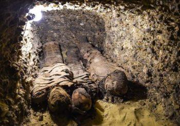 V hrobke objavených 50 múmii